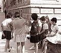 Pričetek pouka - pred Osnovno šolo Ivana Cankarja 1961 (3).jpg