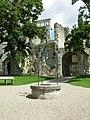 Puits de l'abbaye de Jumièges.jpg