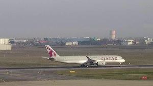 File:QTR A350 A7-ALA 23dec14 LFBO-4.webm
