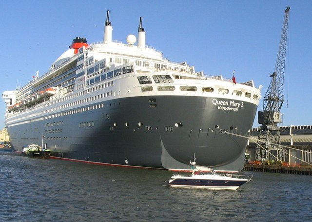 Queen Mary 2 - geograph.org.uk - 477372