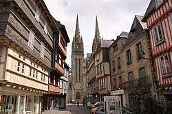 Rue Kéréon et cathédrale Saint-Corentin.