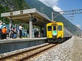 Railfans are taking photos of TRA DR2700 at Hanben Station 20041106.jpg