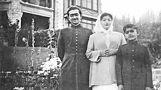 Rehman Sobhan - Sobhan with his mother Hashmat Ara Begum and younger brother Farooq Sobhan (1952)