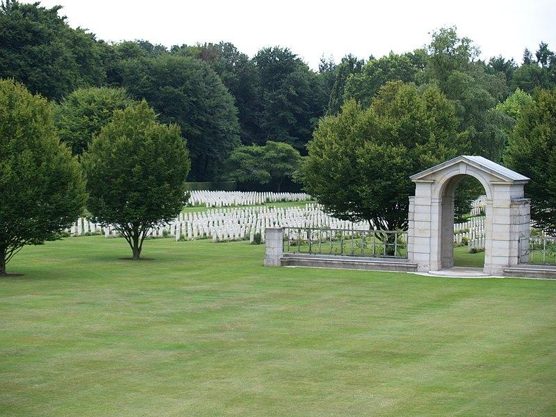 Bestand:Reichswald Forest War Cemetery (39).JPG