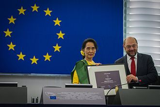 The ceremony of the Sakharov Prize awarded to Aung San Suu Kyi by Martin Schulz, in 2013 Remise du Prix Sakharov a Aung San Suu Kyi Strasbourg 22 octobre 2013-11.jpg