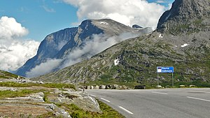 Trollstigen - Image: Riksvei 63, Border of Rauma and Norddal