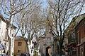 Route passant sous l'église à Saint Didier.JPG