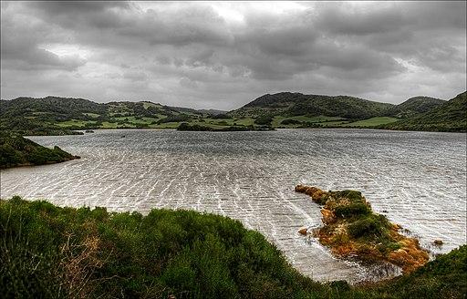Lagune im Naturpark s'Albufera des Grau im UNESCO-Biosphärenreservat Menorca (Balearen)