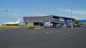 Hévíz–Balaton Airport - Image: Sármellék Airport Terminal and Germania 737 700
