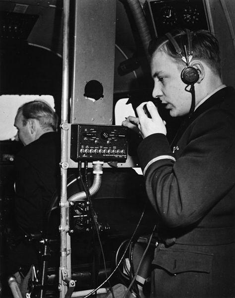 File:SAS DC-4, interior in cockpit. Steward adressing the passengers, 1940s.jpg