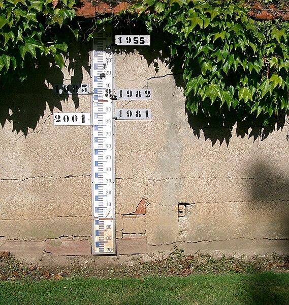 Fichier:Saône - échelle des inondations à Ecuelles.JPG