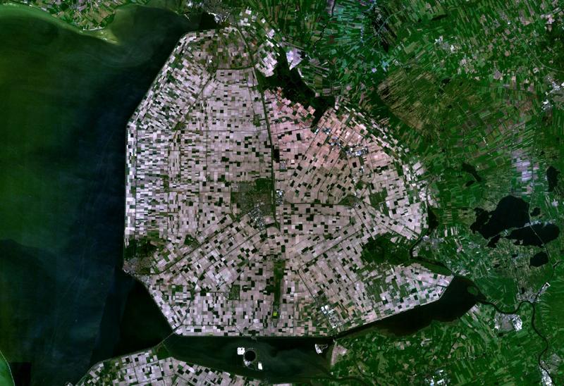 Bestand:Satellite image of Noordoostpolder, Netherlands (5.78E 52.71N).png
