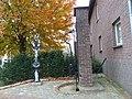 Schimmert-Wegkruis en waterpomp aan Oensel-Haagstraat.JPG