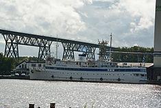 Schleswig-Holstein, Hochdonn, Fähranleger am N-O-Kanal; das Motorschiff Brahe lag dort als Hotelschiff für Wacken Open Air 2015 NIK 5374.jpg