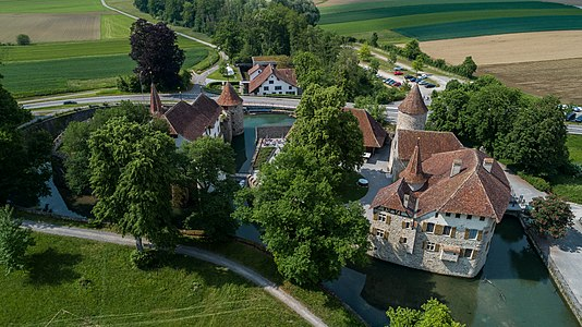 SchlossHallwil.jpg