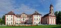 Schloss Mainau mit Kirche.jpg