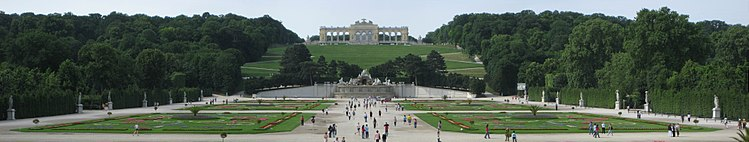 Panoramaview of Gardens, Gloriette and Neptune Fountain