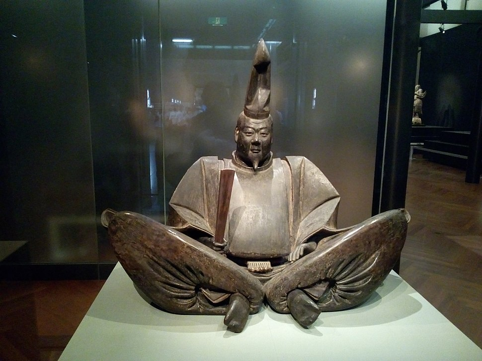 Seated Portrait of Minamoto no Yoritomo (Presumed) 1