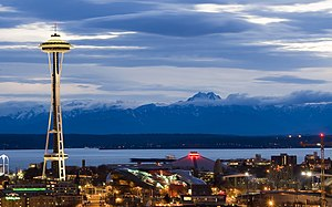 Seattle Center as night falls. Français : Le c...