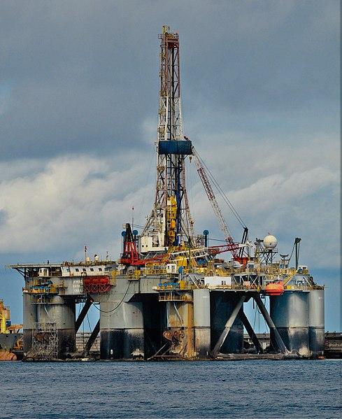 File:Semisubmersible oil drilling rig.jpg