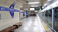 Seoul-metro-530-Aeogae-station-platform-20180915-134138.jpg