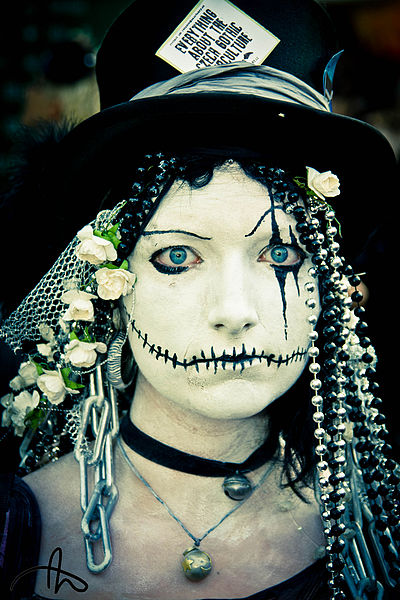 File:Skeletonbride - Flickr - Gexon.jpg
