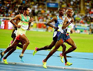 Athletics at the 2016 Summer Olympics - Mo Farah leading in the men's 10,000 metres final