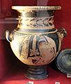 Stamnos (vaso da simposio) etrusco a figure rosse con etsta femminile con diadema e himation (mantello), 310-250 ac ca., da roselle.JPG