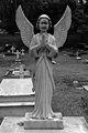 Statue, New Delhi Cemetery (01).jpg