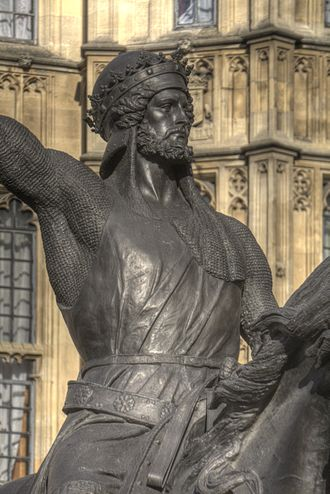 Richard Coeur de Lion (statue) - Close-up view of the statue's upper body; the close fitting of Richard's chainmail shirt was criticised as being unrealistic