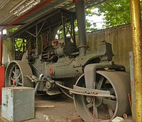 200px-Steamroller_by_Aveling_and_Porter_