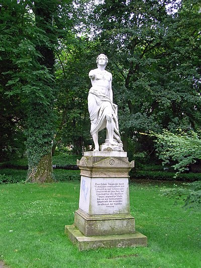 Tübingen-Alter Botanischer Garten-Hölderlindenkmal52478.jpg