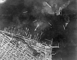 Battle of Taranto - Image: Taranto 1940 (2)