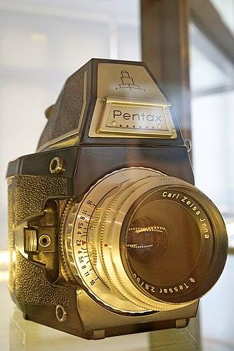 Pentax - Zeiss Ikon Pentax prototype with a Carl Zeiss Jena Tessar lens.