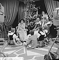 Televisieprogramma de Corry Brokken-Show Corry Brokken tijdens een scene met ki, Bestanddeelnr 918-5446.jpg