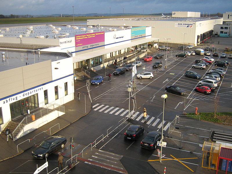 Datei:Terminal2 hahn airport.jpg