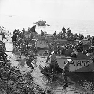 2nd Parachute Brigade (United Kingdom) - British paratroopers of the 2nd Independent Para Brigade disembarking from landing craft assault at Salonika, 8 November 1944.