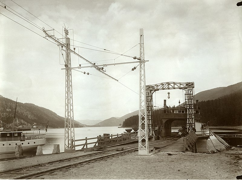 Fichier:Tinnoset Station with SF Rjukanfos 1911.jpg