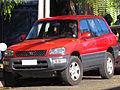 Toyota Rav4 2000 (13858794033).jpg
