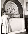Tumba en capilla Seminario Curcifijo, Puente la Reina.jpg
