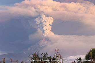 Tungurahua - Image: Tungurahua Volcano Eruption 1 February 2014