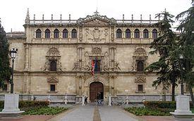 Al empty university (facade of the sun イルデフォンソ school)
