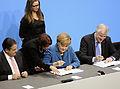Unterzeichnung des Koalitionsvertrages der 18. Wahlperiode des Bundestages (Martin Rulsch) 091.jpg