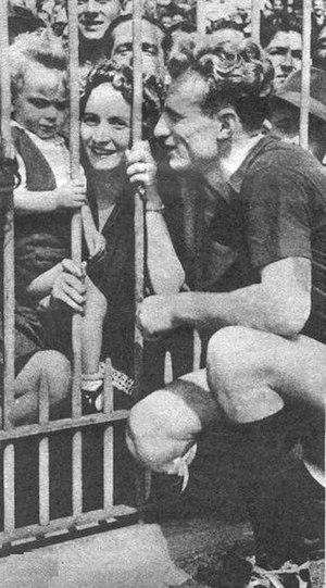 Valentino Mazzola - Valentino Mazzola and his first wife Emilia Ranaldi, with his first son Sandro, at the Arena Civica
