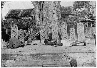 Vellalar - Vellālars worshipping lingam, snake-stones and Ganēsa from Castes and Tribes of Southern India (1909).