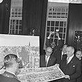 Vice president Lyndon B Johnson op stadhuis te Amsterdam ontvangen Burgemeeste, Bestanddeelnr 915-7096.jpg