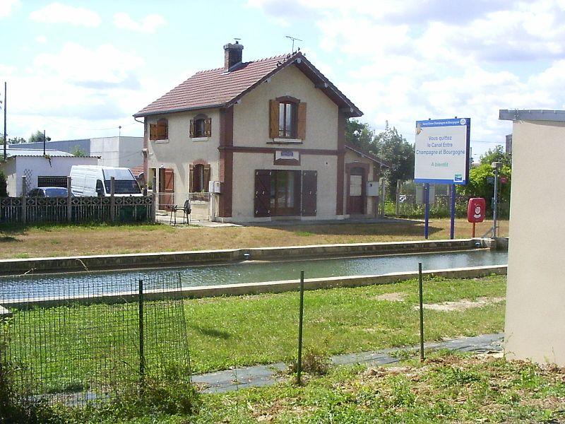 Vitry-le-François, eerste sluis aan het kanaal Champagne-Bourgondië
