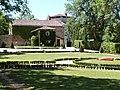Vue extérieure du château de Cas depuis son parc.JPG
