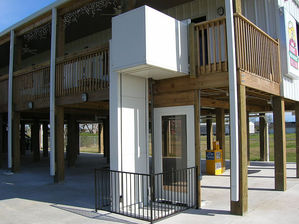 File wheelchair elevator wikimedia commons for Cheap home elevators