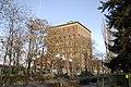 Wieża ciśnień od ul. Na Grobli - panoramio.jpg